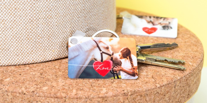 Key ring with picture of horse and red heart