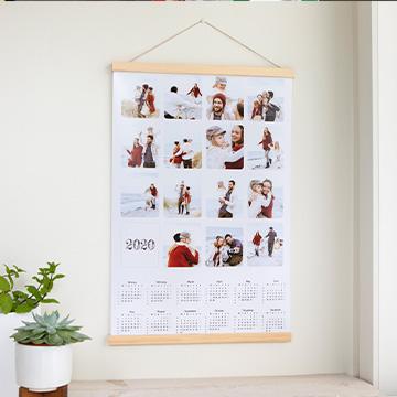 Magnetic poster frame hanger