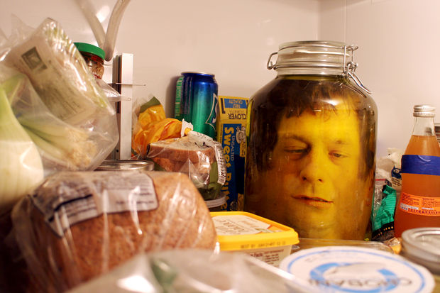 DIY déco halloween : déco photo tête dans un bocal creepy