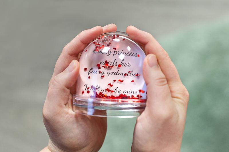 cadeau surprise femme - snowglobe-heart