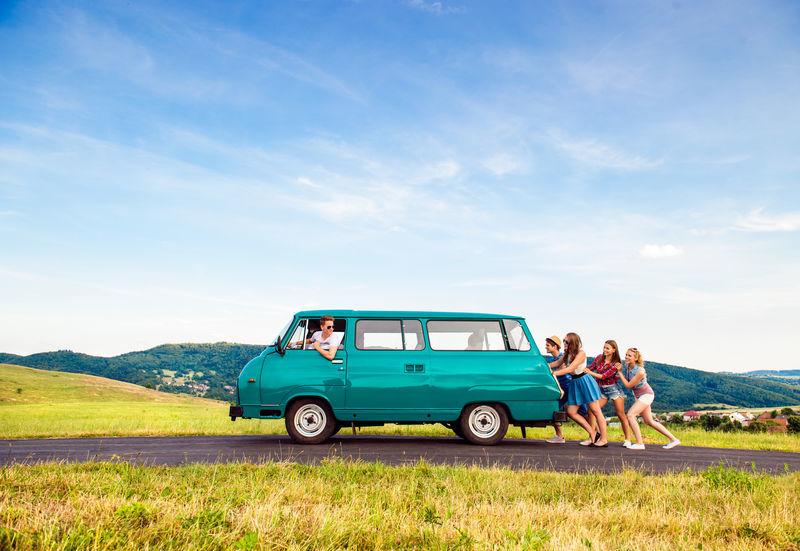 Panne d'essence en vacances : Le genre de souvenir qu'on adore raconter... après !