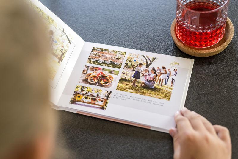Livre photo avec une mise en page reprenant des petits formats de photo.