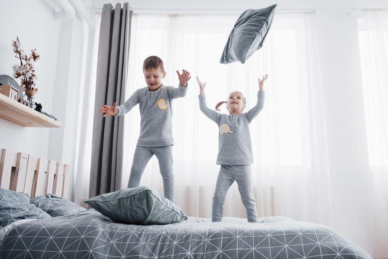 Mit Kindern zu Hause arbeiten