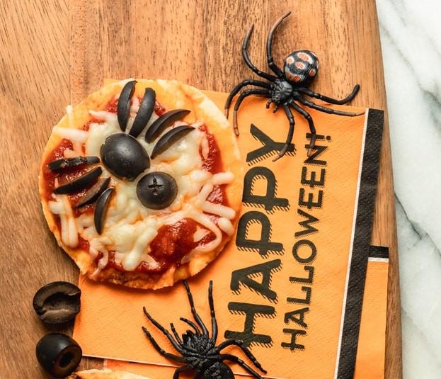 Pizza aux araignées déco à manger pour Halloween