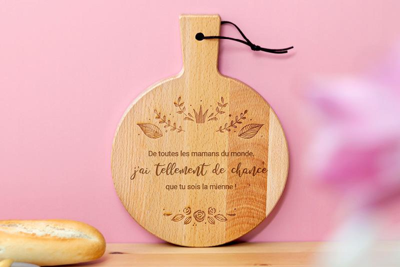 planche en bois personnalisée pour la fête des mères