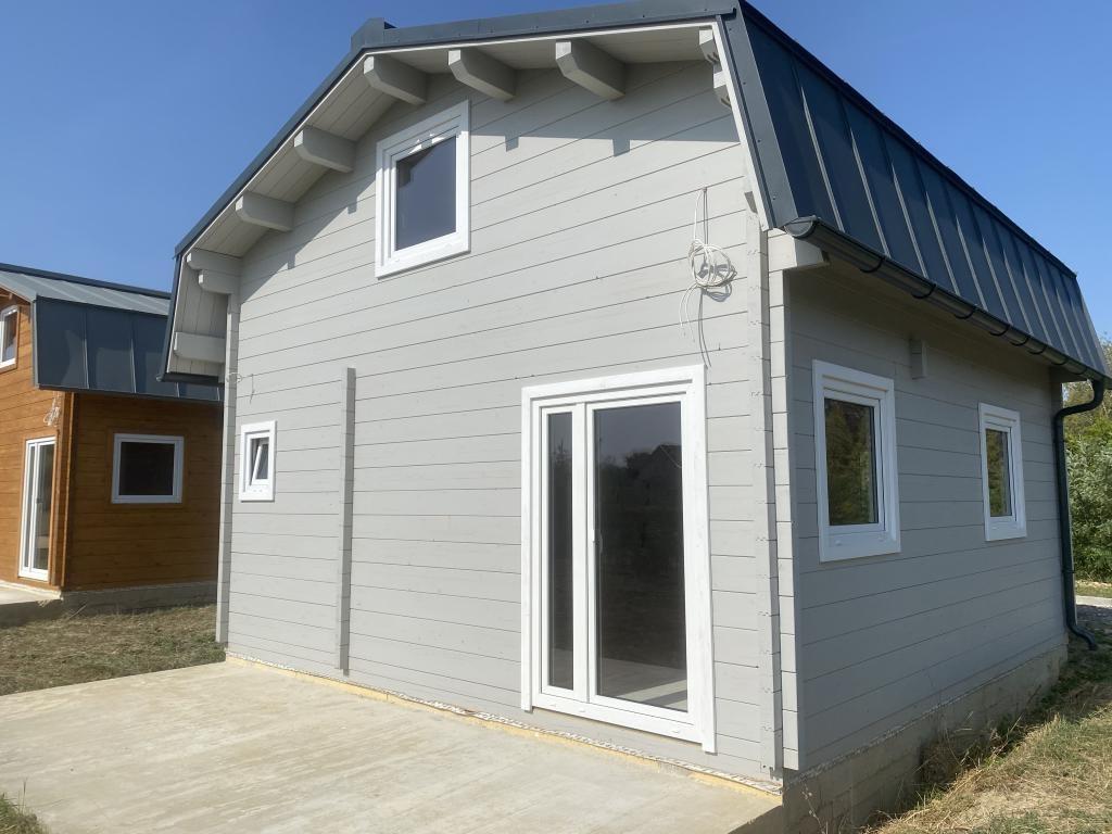 1 graues Haus