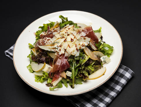 Pear prosciutto salad