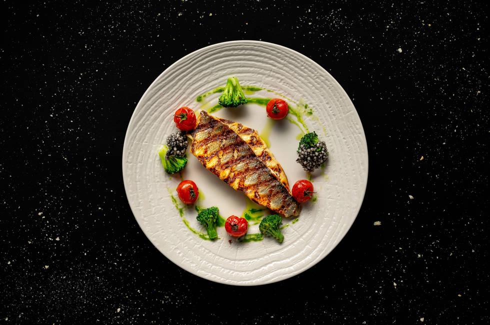 Филе лаврак с хрупкави броколи снимка