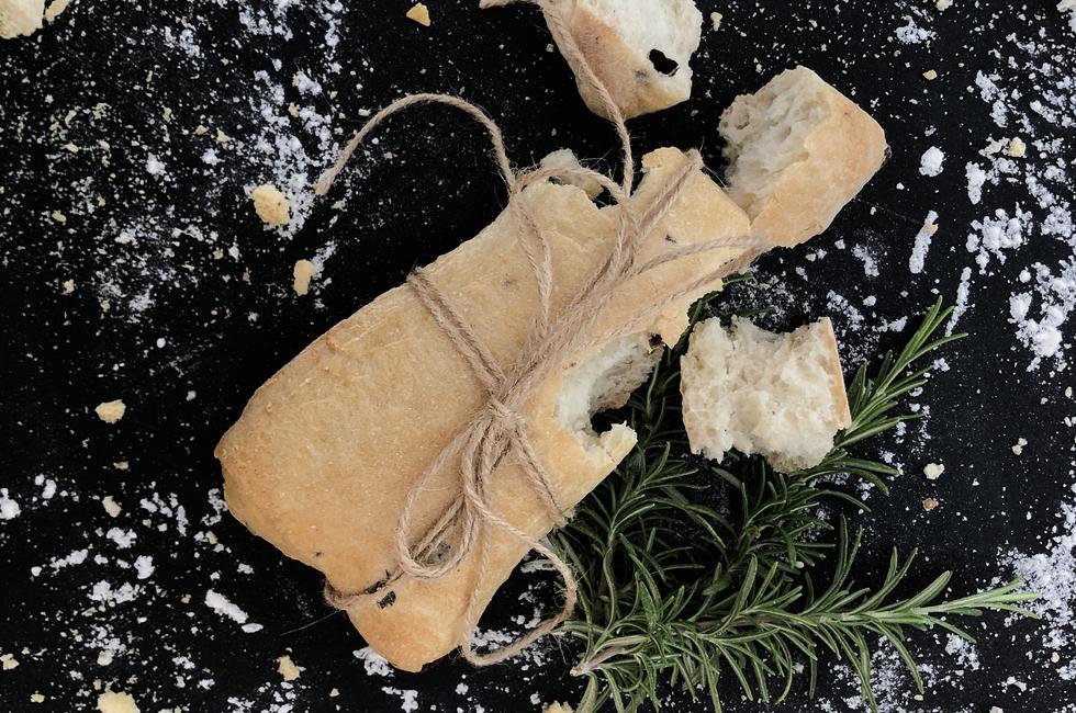 Чабата с маслини снимка