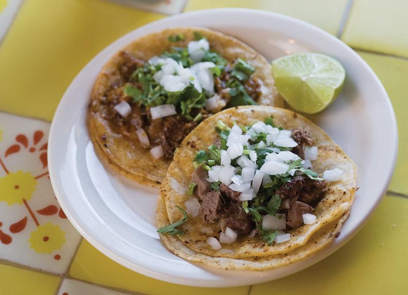 Cabeza and lengua tacos at Tienda el Ranchito in Fairmont City