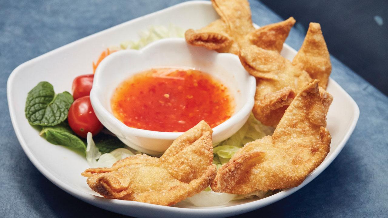 crab rangoon cheese wraps at vietnam style