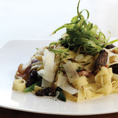 Tagliatelle with morel mushrooms, asparagus and speck