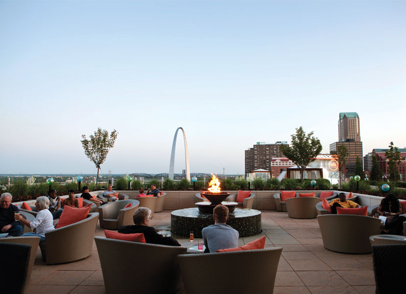 rooftop patio at cielo at the four seasons st. louis