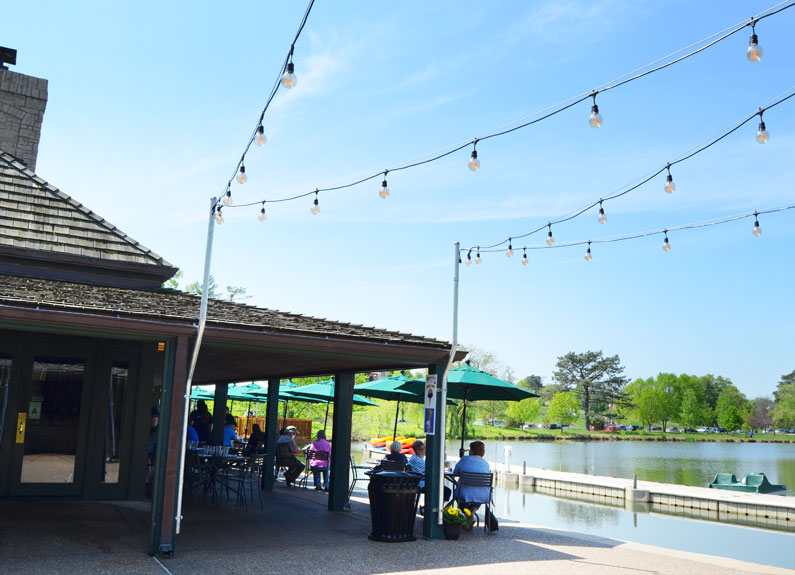 the boathouse patio in st. louis' forest park