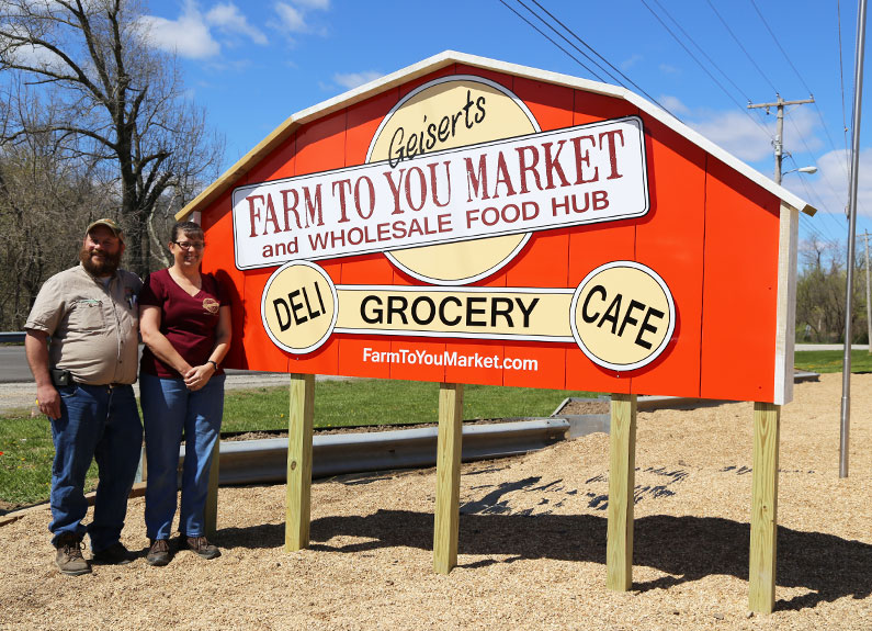 todd and katie geisert of farm to you market in washington, missouri