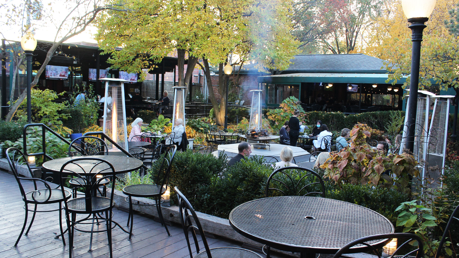 john d. mggurk's irish pub and garden in soulard