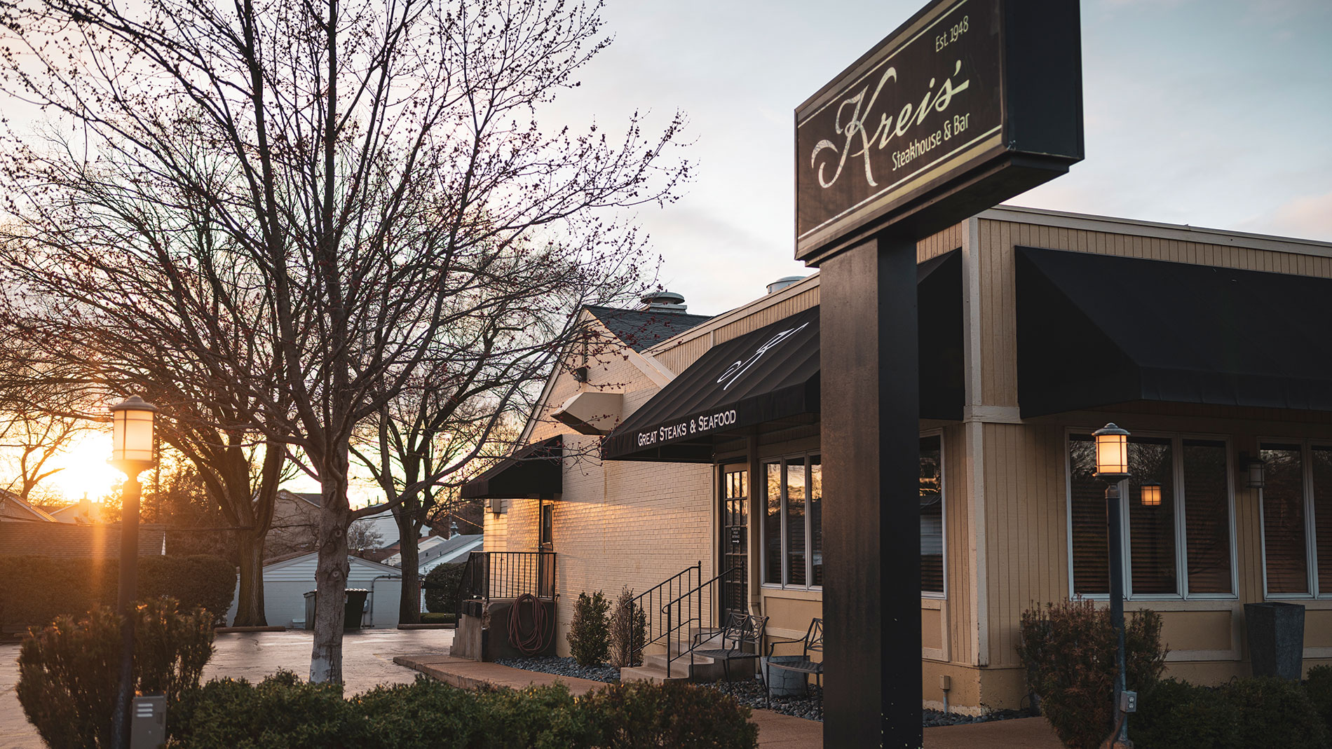 kreis' steakhouse and bar in frontenac in st. louis