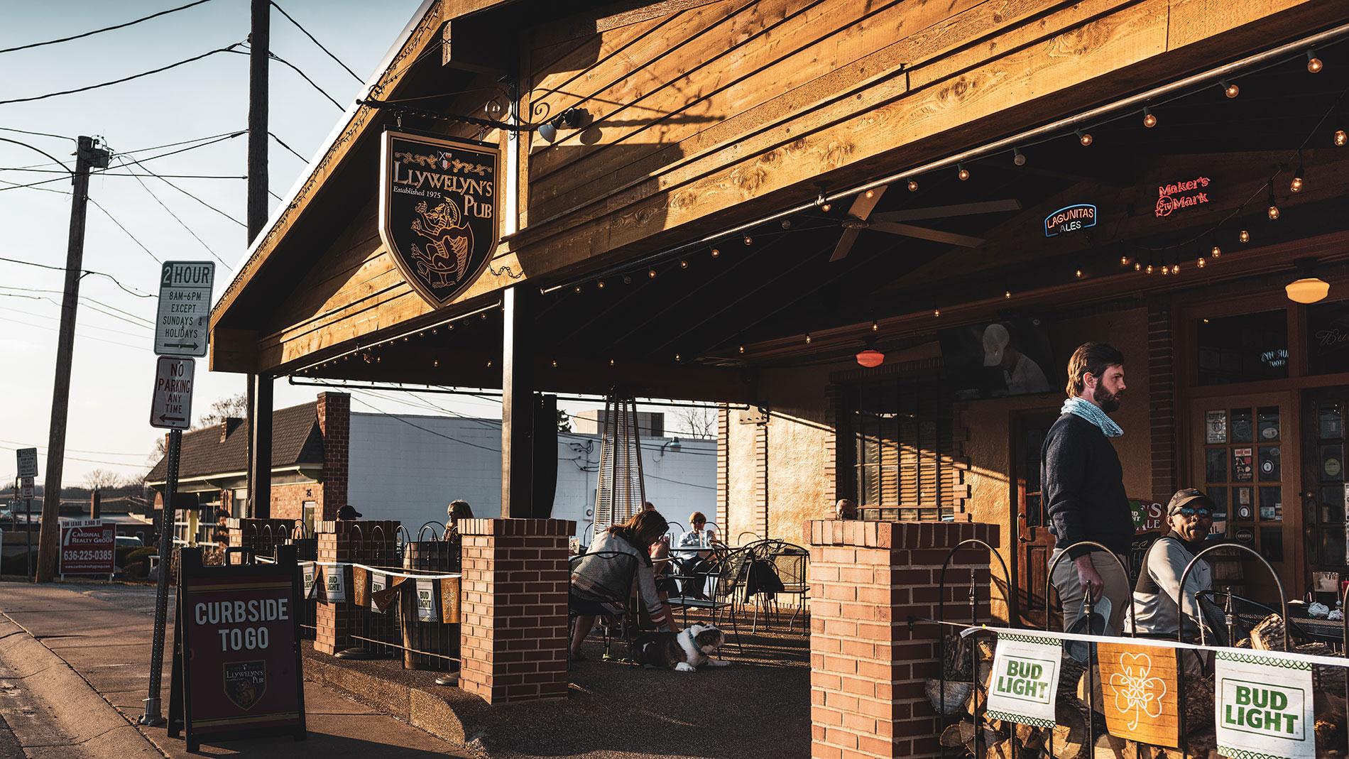 llywelyn's pub in webster groves