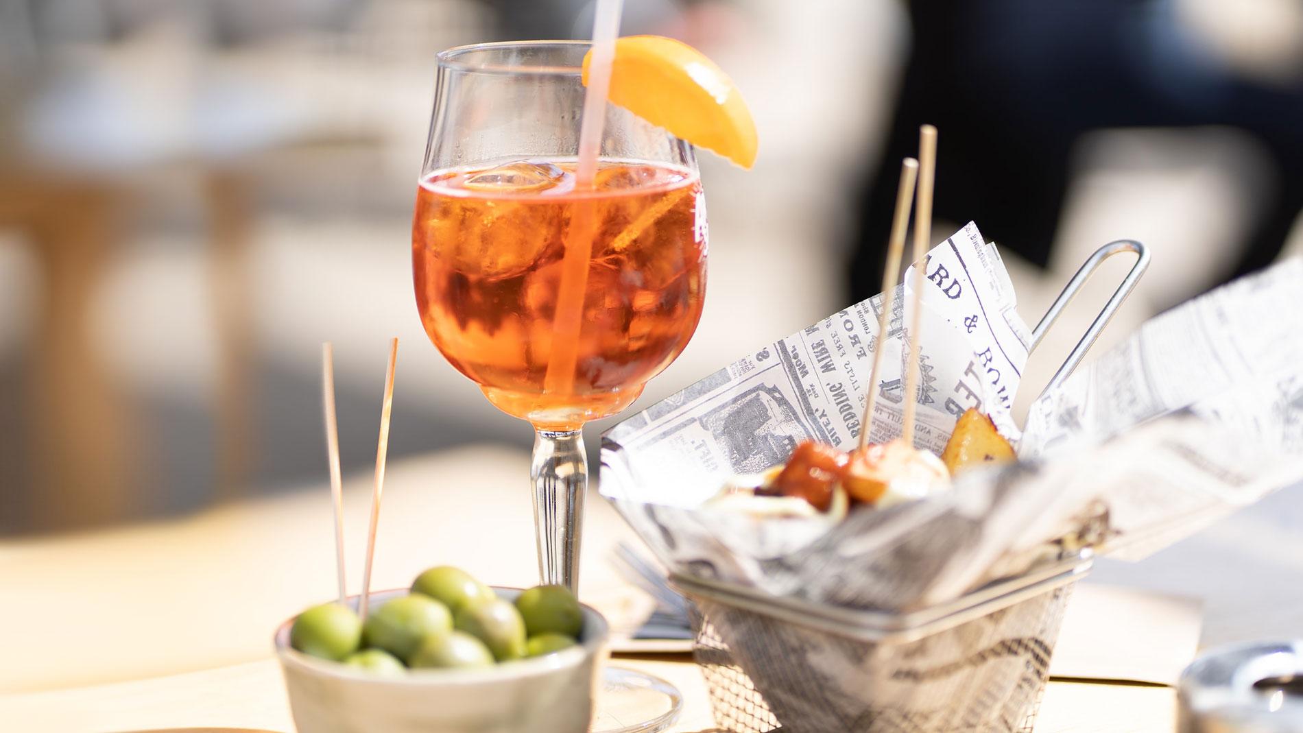 Make this: 2 classic Italian spritzes