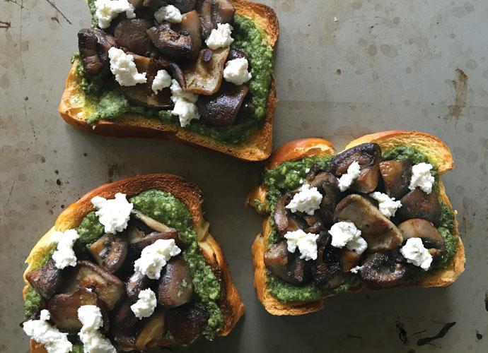 Mushroom-Pesto Toast Recipe