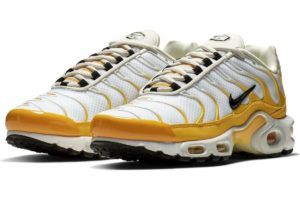 nike-air max plus-womens-gold-cd7061-700-gold-sneakers-womens