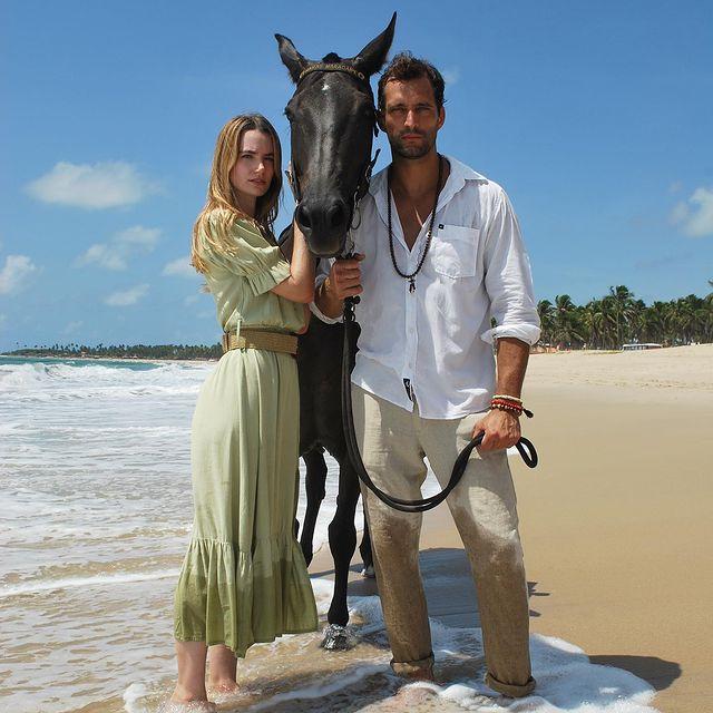 Wild life. 🇧🇷🌴photo by @originalrafa #wild  #editorial #2021 #horse #black #maracaipe #pernambuco #brazil #beach #sea #couple