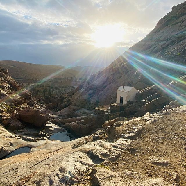 Virgen De la Peña! #virgendelapeña #fuerteventuraisland #chapel #hikeyourownhike #sunsetlovers #ilescanaries #walkingmeditation #mindfulness #peaceandquiet #beautifuldestinations #onelove #meditation