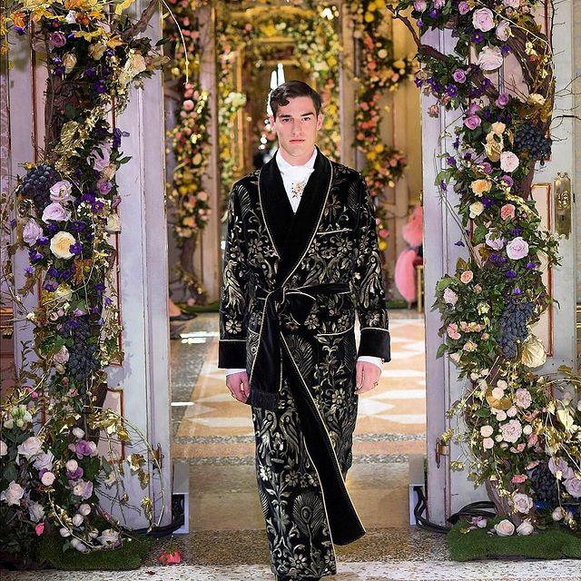 D&G alta moda - @dolcegabbana 🙌 - - - - #dgsartoria #altasartoria #milano #dolceandgabbana #DG #altamoda #runway #fashion #model #show #nr12