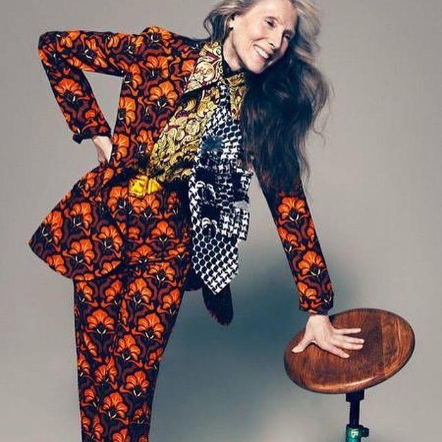 Happy weekend :) . . . . .  #evelinehall #model #actress #singer #over70