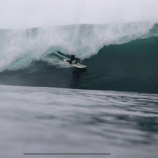 Blast from the past last year during an epic morning with a few of the boys !  @reubynash @lukedillon7 @rhysbarfield @markboydsurf  . . Captured by @mrbproductionsuk  . . @oneilleurope @reef_europe @reef @wearethepavilion @dryrobe @oceanmountainexplorers @dragoneurope @thewave @thunderbolt_technologies_japan @skindog_surfboards @firewiresurfboards  . . #longboarding #slabs #9feetdeep #barrel