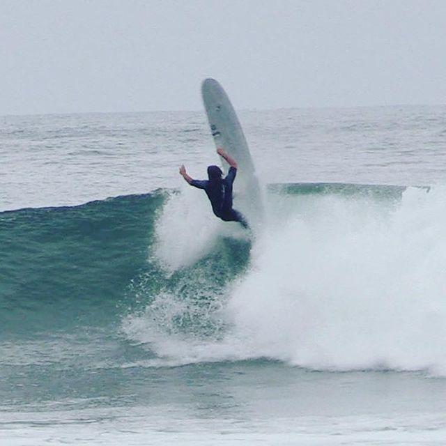 Having a crack at lower trestles last year on the #smoothie model !  . . @skindog_surfboards  @thunderbolt_technologies_japan  @firewiresurfboards  . . @oneillwetsuits @reef @reef_europe @dryrobe @wearethepavilion @oceanmountainexplorers @dragoneurope @hydroflask @springproutdoor @thewave @fcs_surf