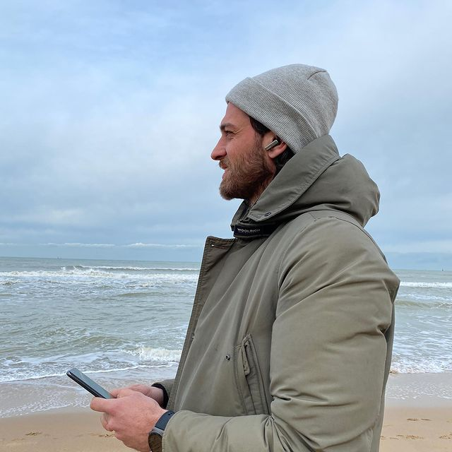 I have a busy life and am always on the move. Sometimes I need to stop and put all of my thoughts and ideas on pause.  The seaside is the perfect place for me to hit the pause button and cancel all the unnecessary noise in my life … I just need the perfect playlist to enjoy the moment. Any ideas?  @huaweimobilebe #Huawei #HuaweiP40pro #FreeBudsPro
