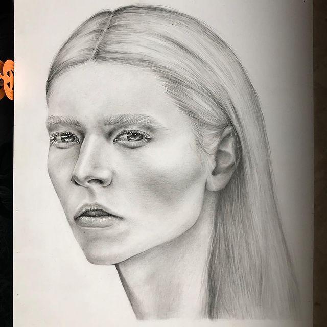 Może bym przestała wybierać zdjęcia  z tak widoczną szyją, jak tak bardzo nie lubie jej rysować 🧐🧐 #drawing
