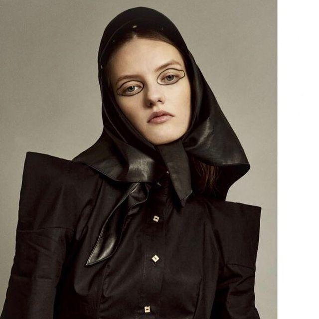 @fraeuleinmagazine , ph: @viv.and.je , stylist @stylistolivier  #berlin @izaio.modelmanagement