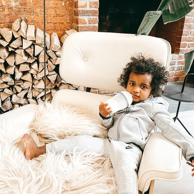 What's your snow day looking like?  . . . .  #snowday #toddlerlife #relaxing #cozyhome