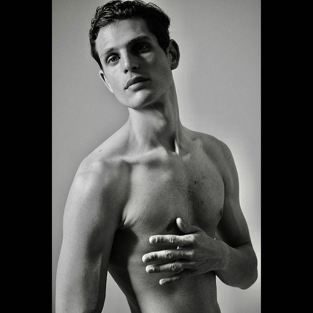 Snaps with @patrick_schuttler_photographer 📸 Thank you!  @xavicugat  @sightmanagement  . . . . . . . #model#portrait#inspopic#fashioninspo#menstyle#hotmodels#shirtlessmen#hotguys#topmodels#beauty#moda#ss21