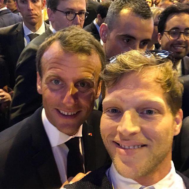On Set :-) Presidential Selfie Salon de l'innovation à Paris  #vivatech #graphystories #digital #technology #MisterPresident