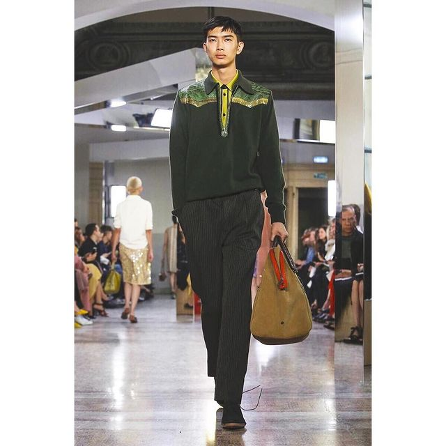 First time for Bottega Veneta!!This is amazing!!! Thank you so much for having me! @bottegaveneta @bitton  #MFW #milanfashionweek #readytowear #milano #menswear #mensfashion #fashion #fashionweek #runway #bottegaveneta #liyufeng #mademyday