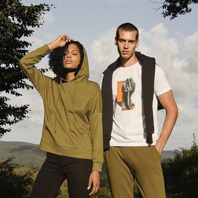 Standing for sustainability wearing @westmarklondon   #organiccotton 🍃