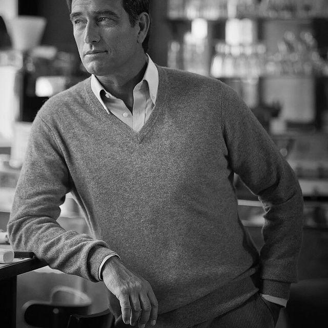 #sweater #pub #shooting #blackandwhitephotography #malemodel #classicstyle #bar #shirt #paris #parisfrance🇫🇷