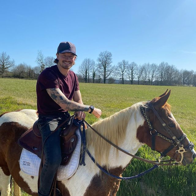 C'est la belle vie ... #france🇫🇷 #horsebackriding #horseriding
