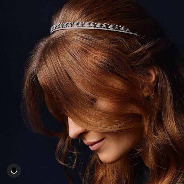 """""""Si une femme veut une tiare de Diamants, elle vous expliquera que ça lui fera économiser un chapeau""""... JKJ... #chaumetofficial #diamonds #model #winter2020 #woman #redhair"""