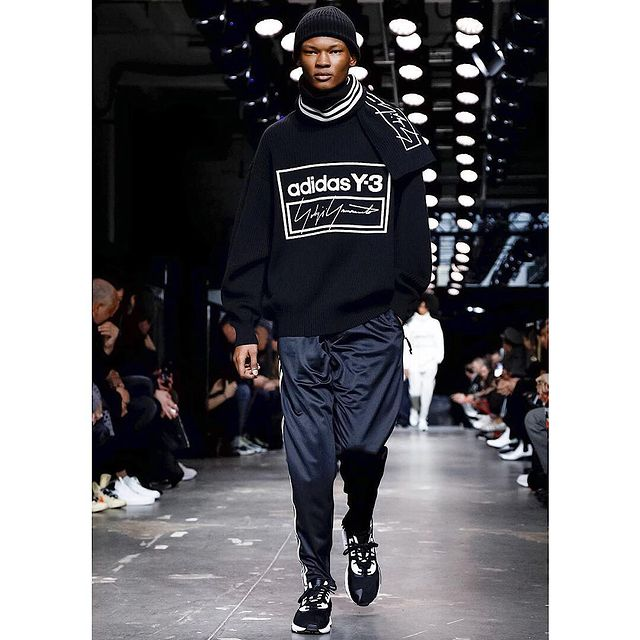 Last show in Paris . Thankyou to @amcasting and @yohjiyamamotoofficial ❤️❤️ #adidasy3