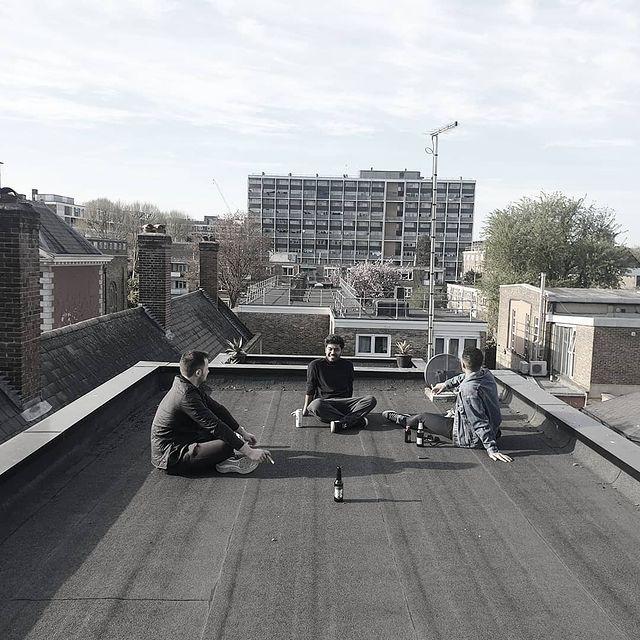 E1 Evening.   #rooftopliving #dayones #weareprivada #cigarsmokers #rooftopspiels #allyouneed #eastlondon #soireeofsorts #socksandsliders #cigars #familia #whitechapel #whereimfrom #vertigo #platoyplomo #simplethings