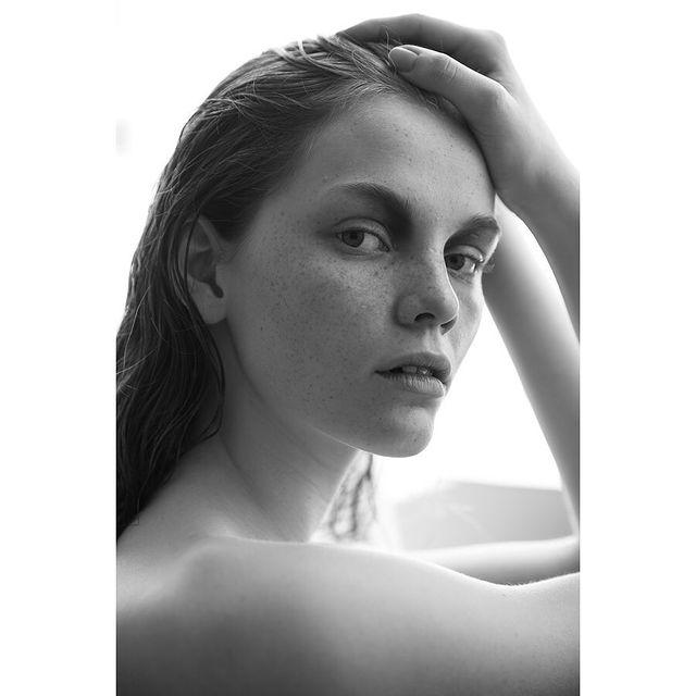 I just love black and white photography 😇  #modellife#blackandwhite#throwback#athens#beautyshooting  shoot by @thanassisgatos  makeup by @iamklaram  @dmodelagency