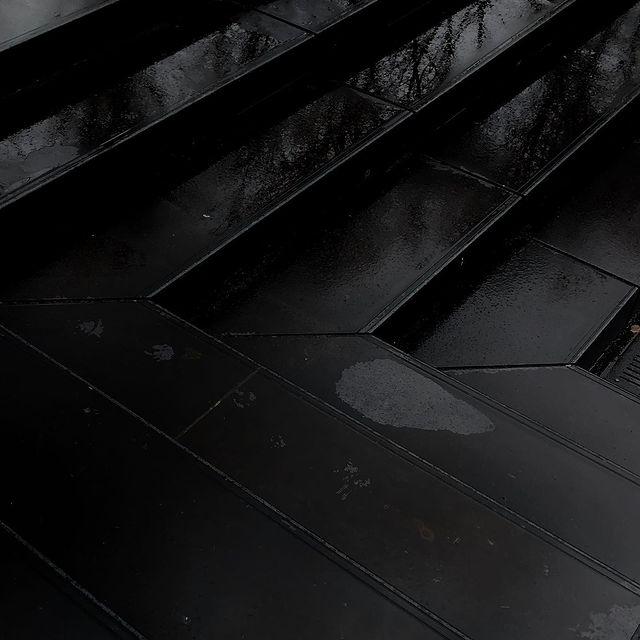 Rainy days 🖤  #postitfortheaesthetic #neutralstyle #darkfeed #neutralpalette #inspiration #ootd #beigeaesthetic #photography #minimalism #moodboard #myaesthetic #inspiration #simplefits #mybeigelife #neutrals #darkmood #mood #riga #latvia #rigacity #minimalistfeed #blackmoodboard