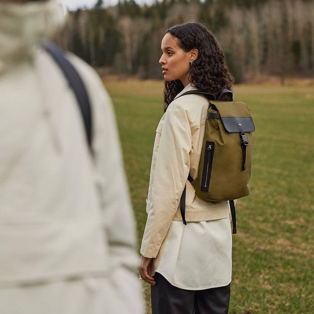 In this story @augusttestad and I were on a field, but decided to take a hike with our @sandqvistbags 🌲🌲🌲