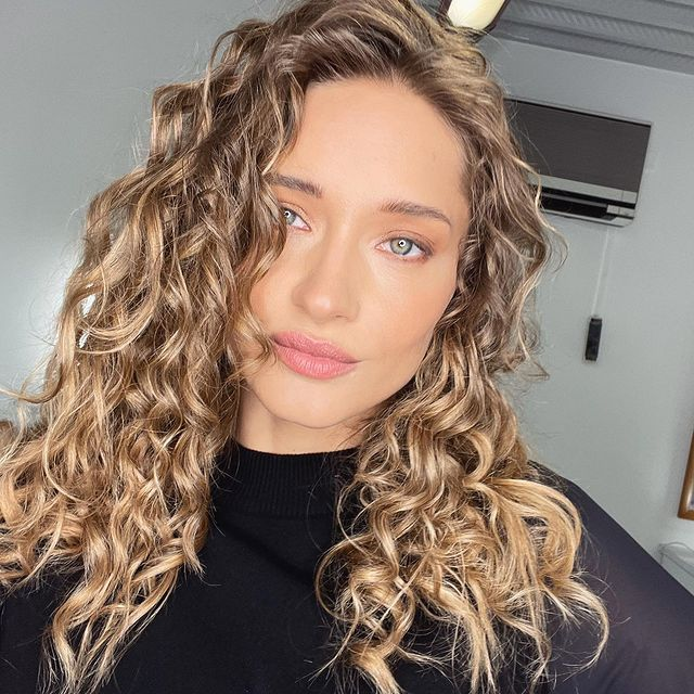 #wavyhair #flawless #makeup #hairstyle #instagood #picoftheday #mood 🐾