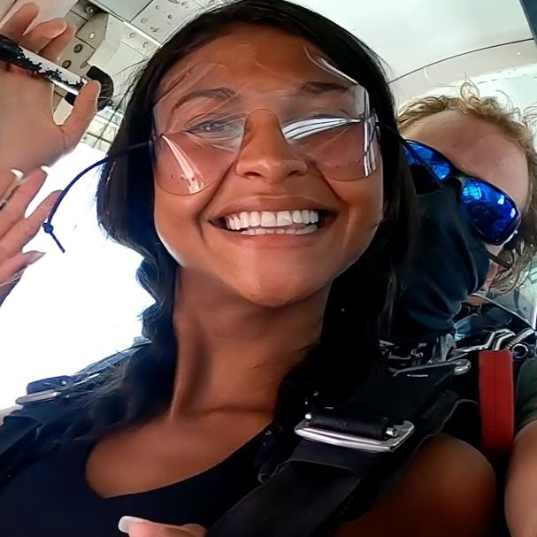What an incredible adventure, my first time skydiving and i can't wait for the next time!  sensational :)! thank you baby for that @vanderguchte #skydiving