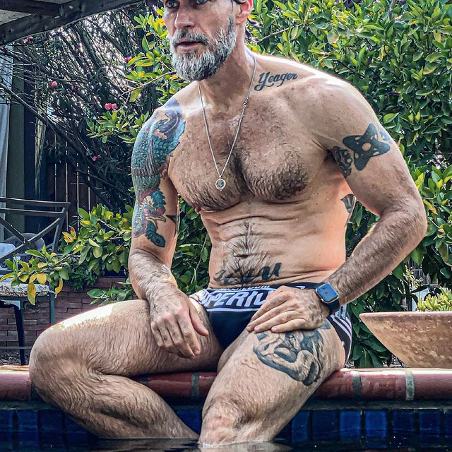 It's that time of year when afternoon pool breaks become regular.   When I do wear a suit, seems it's always a tiny thing. Square cut trunks are my favorite (think Daniel Craig, James Bond). What do you wear when you're not skinny dipping?